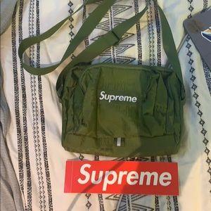 NWOT SUPREME small bag